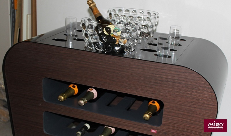 Esigo's wine trolley for the wine service