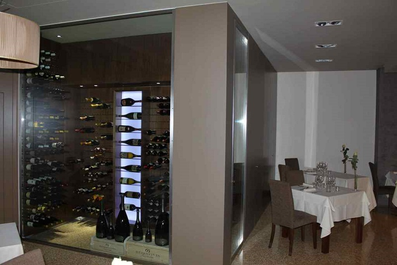 esigo refrigerated wine room ho.re.ca. furniture